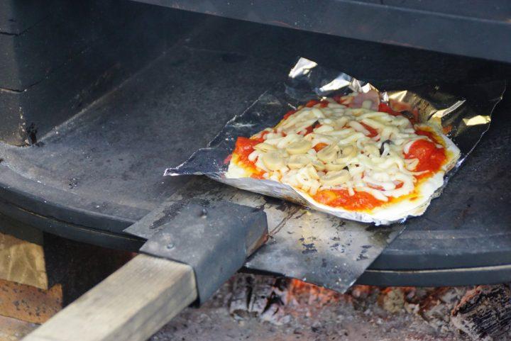 地域の子どもたちとピザを焼きました。